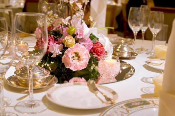 ブライダルフェアは結婚カップルの定番!? 披露宴会場選びのポイントは3位「雰囲気」2位「料理」…1位は?