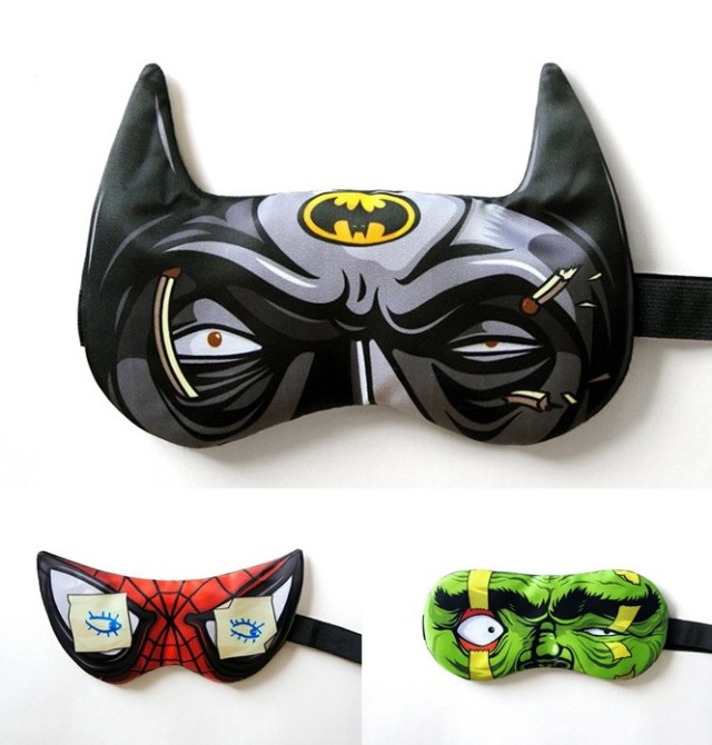 【寝てませんて】眠気に耐えつつこちらを凝視するヒーローたちに萌えキュン! 「バットマン」「スパイダーマン」「ハルク」のアイマスクを見つけたよ