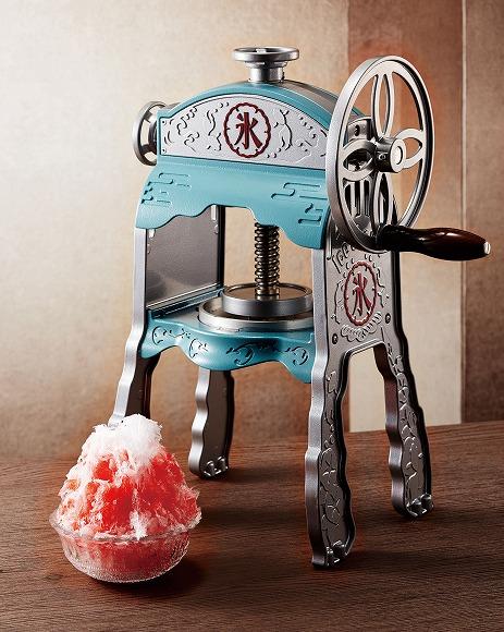 レトロなデザインもイイね! かき氷屋さんみたいなサラサラ&ふわふわのかき氷を作れちゃう氷かき器