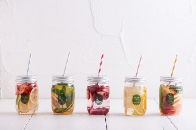 「オイシックス」の野菜とフルーツで簡単手作り☆お悩み別『フレーバーウォーターセット』が超便利!