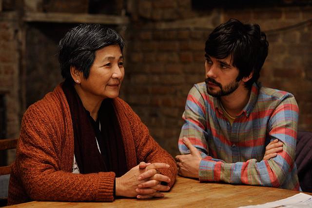 母の介護を独創的に描いたイギリス映画『追憶と、踊りながら』ホン・カウ監督に直撃インタビュー!【最新シネマ批評】
