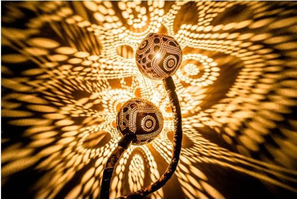 壁に広がる幻想的な光のアート! 部屋の雰囲気を一瞬で変えてくれるココナッツのランプ