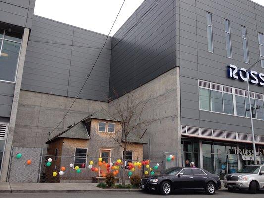 シアトルにあるリアル「カールじいさんの空飛ぶ家」が現在売り出し中
