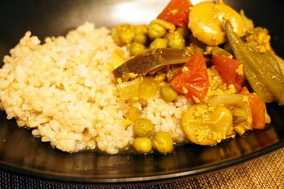 【ウマすぎ注意】炊飯器でつくる、脂肪分ゼロのヘルシーヨーグルトカレーが超本格的! ひき肉みたいな食感が新しいよ!