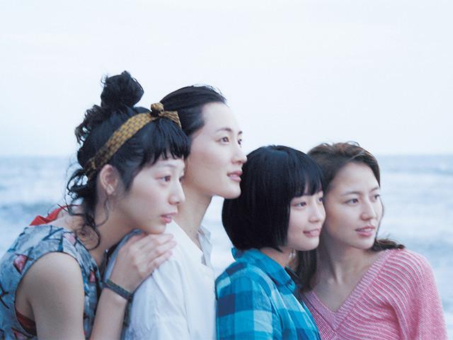 鎌倉四姉妹のさわやかさが最強すぎる!梅雨のジメジメを吹き飛ばす清らかな映画『海街diary』【最新シネマ批評】