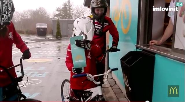 デンマークのマクドナルドに自転車専用ドライブスルーが登場!?