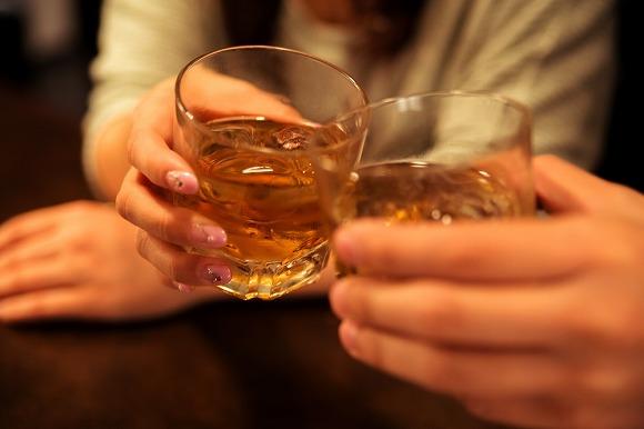 【都市伝説】お酒にまつわるアレって本当? 「ポカリ」「エナジードリンク」お酒と合わせると危険なのはどっち?