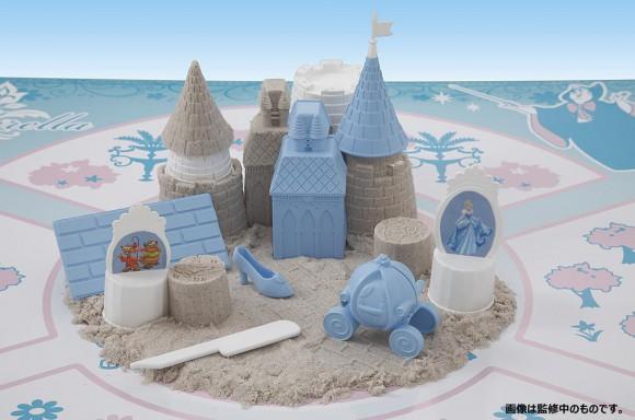 お部屋で砂遊びできる「suna・suna」が楽しいっ! 水なしで固まる&お口に入っても安全なんだって〜!!