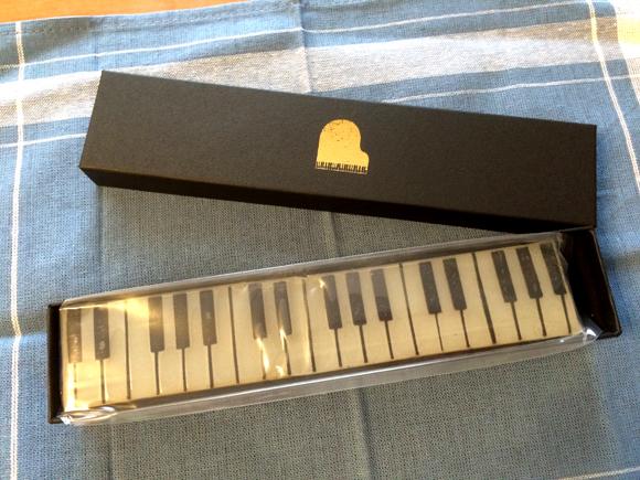 """ピアノ? いえいえ、羊羹です!! 由布院のカフェ """"クリークス"""" から「ジャズ羊羹」をお取り寄せしてみたよ!"""