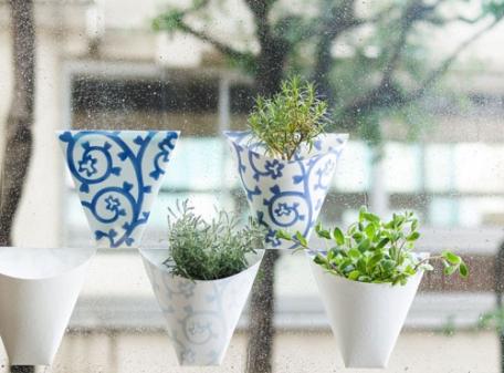 緑の癒やしを窓辺に! ペタッと貼れちゃう紙製プランター「貼(てん)プランター」がオシャレでステキ