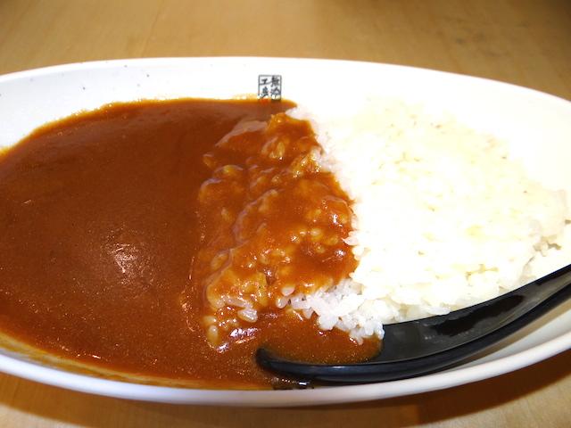くら寿司の新作「すしやのシャリカレー」発表会で食べてみたら、酸っぱ辛旨くてヤミツキに!!