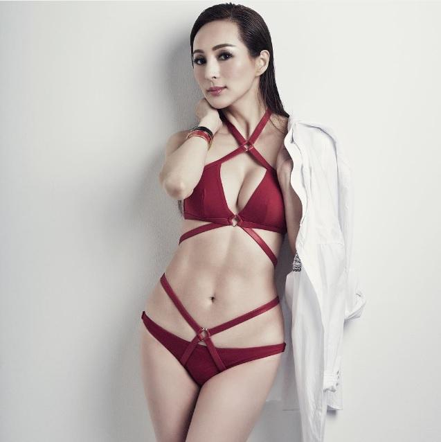 【香港のシルク姉さん】50歳の美魔女キャンディー・ローが写真集を発売! この美貌&スタイル、どういうことなの…!?