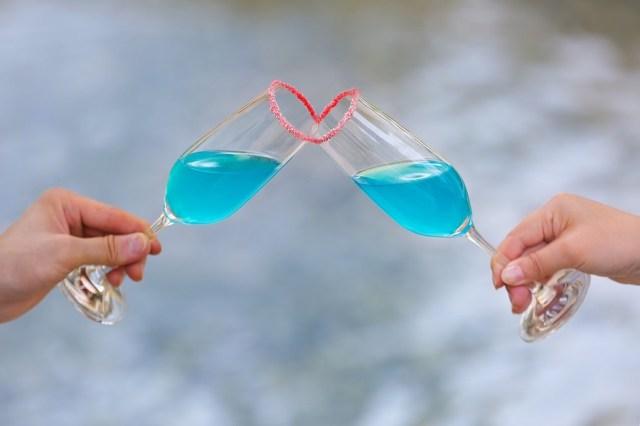 """気になるあの人が恋人に? 乾杯すると """"ハート"""" が現れるロマンチックなカクテルが登場!"""
