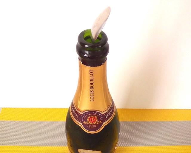 【フランスの都市伝説を検証】飲みかけのシャンパンやスパークリングワインの「泡が抜けない裏技」があった!