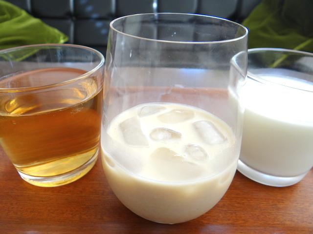 【真夏のドリンクレシピ】麦茶に牛乳を加える「麦茶オレ」が人気らしいけど……マジで!? さっそく作ってみた!