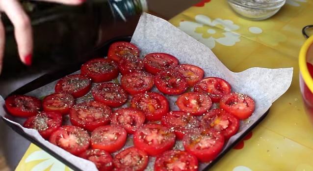 ドライトマトは意外と簡単に作れる! この夏トマトをスーパーで見かけたら大量購入しとくべし☆
