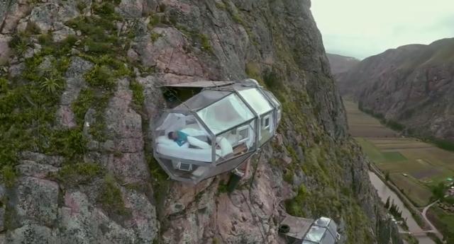 高度400mからの絶景にふるえる!! ペルーの断崖絶壁にあるカプセル状ホテルがスゴイ