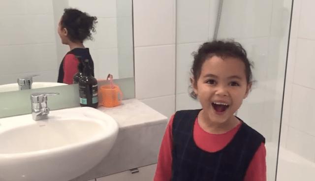 成功したときの笑顔が可愛すぎ!女の子が奇跡の「後ろ向きシュート」を次々決める動画がとっても爽快!!
