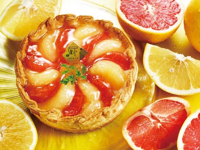 絶対においしいやつ! ジューシーなルビー&ホワイトグレープフルーツをたっぷりと敷き詰めたチーズタルトが登場です♪