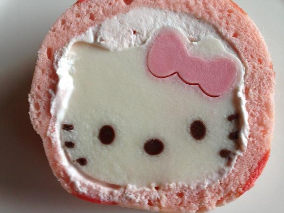 ロールケーキの中身はぷるるん&ひんやりキティさんのゼリー♪ ネットでお取り寄せした「ハローキティロール」を食べてみたよ