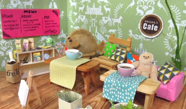 【人間NG】ぬいぐるみスタッフがおもてなし! ぬいぐるみたちを癒すカフェ「やわらかん's cafe」が新しすぎる