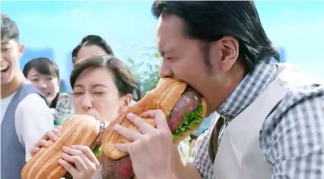 発泡酒CMで長瀬智也が食べてるジャンボガーリックステーキサンドが超おいしそうッ!! …と思ったら、実際に食べられるお店が登場中!