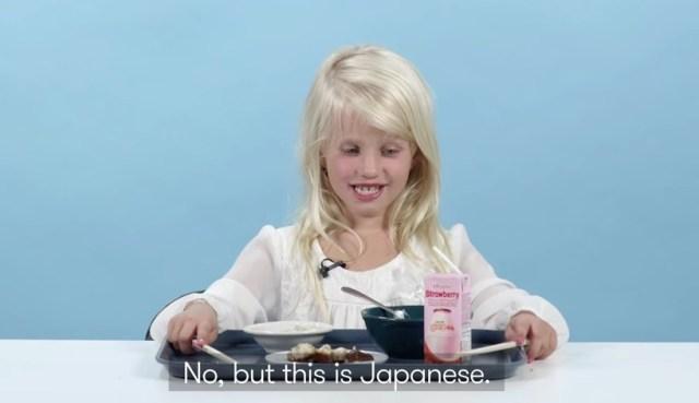 【またか!】アメリカの子どもたちが世界の給食を食べてみた! …いや待て、それはホントに本場の給食かっ!?