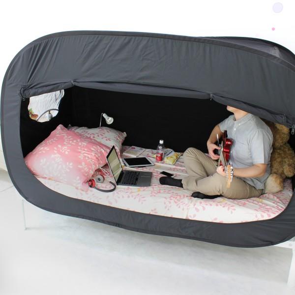恋人とケンカしたらテントを張れ、だと!? たった5分で完成するベッドの上の秘密基地がとっても有能