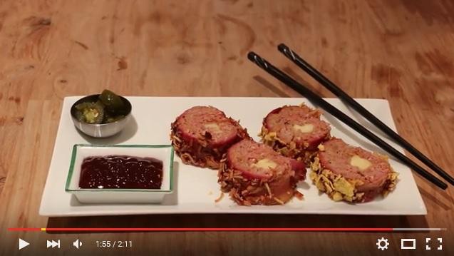 ひき肉をベーコンで巻いてオーブンで焼く!! BBQ大好きなアメリカ人が考えた「BBQベーコン寿司」が肉々しすぎーッ!