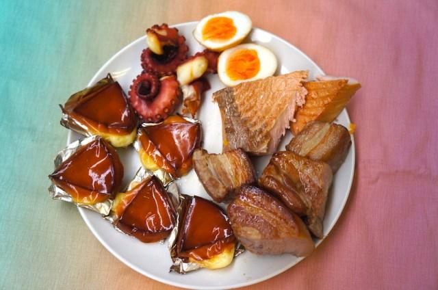 【激ウマ簡単レシピ】あこがれの薫製(くんせい)が「お茶っ葉・砂糖・フライパン」だけでできちゃうよ! 後始末も超簡単だから試してみて!!