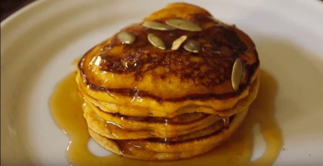【超簡単★秋の味覚】いつものパンケーキにカボチャを入れるだけで旬の味に! ハロウィンにもピッタリなスイーツレシピをご紹介♪