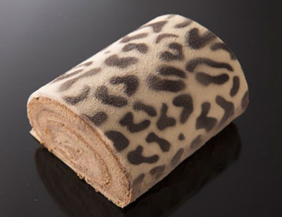 ヒョウ柄×ショコラで「ひょこら」ってどないやねん(笑) / 隠し味に白味噌を練り込んだロールケーキです!