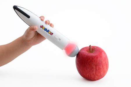 りんごから色を拝借!? タカラトミーから発売される「みつけてみよう!いろキャッチペン」がすごすぎて大人も欲しくなるレベル