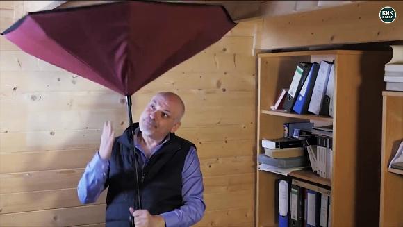 【雨季の大革命】これぞまさしく逆転の発想! 海外で話題沸騰中の「絶対に濡れない傘」って!?