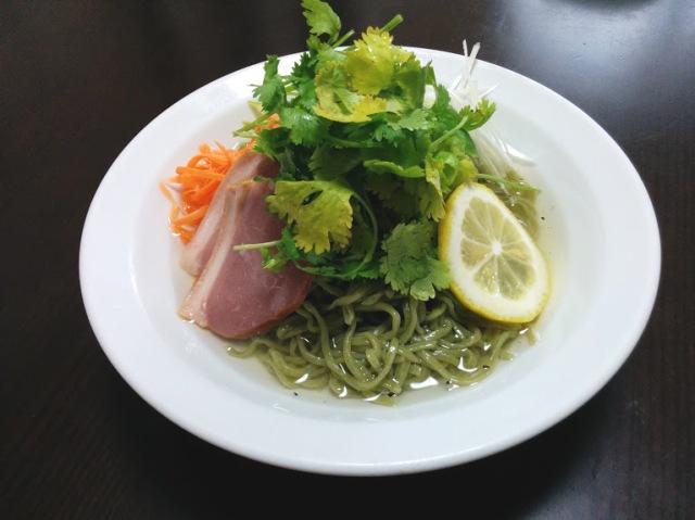 パクチーをたっぷり使った中華料理がとってもおいしそう! パクチーを練り込んだ「香菜レモン冷麺」を食べてみたい!!