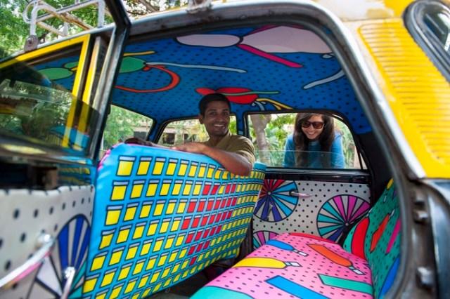 乗車するのが楽しみになる♪ インド・ムンバイに出現したタクシーの車内がカラフルすぎるぅ!!