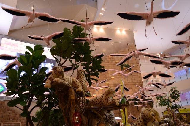 大阪の百貨店の「夏休みサファリランド」が本気すぎる件 / 100羽のフラミンゴが羽ばたく様子を再現するとかスゴイ!