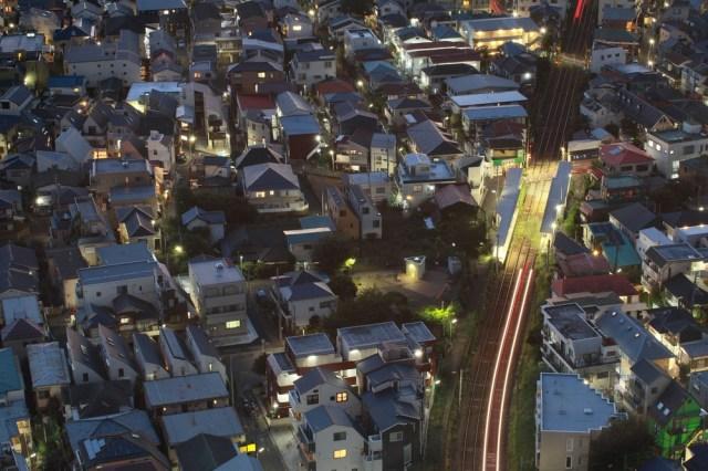 【東京民に悲報】「家は狭いけど仕事は充実してる」は都市伝説!? 「住まい」と「仕事」の満足度は比例するらしい / 不満が多い人は「○○」が口ぐせという結果も