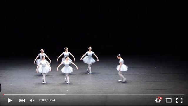 そこじゃないよ! ズレてるよ! ウィーンの一流バレエ少女たちがやらかしまくる「ダメすぎるバレエ演技」に笑いが止まらない!!