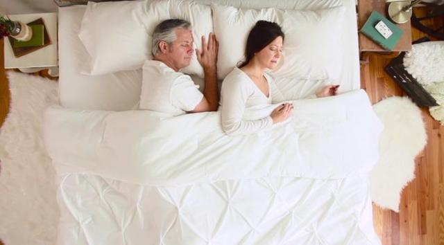 【快眠】お布団の中の温度を調節してくれる専用エアコンが登場っ! 体のバイオリズムにあわせて適温に保ってくれるんだって!