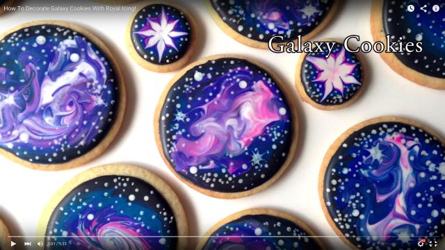 """【快感】クッキーの中にだんだん""""宇宙""""が現れる…!!「宇宙柄アイシングクッキーの作り方動画」の工程にうっとり"""