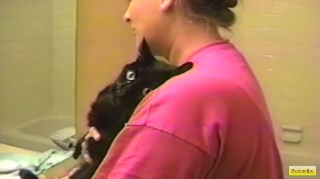 イヤだあああああ! ありったけの力でお風呂を拒否する黒猫さん / 人間の言葉を話せる子なんじゃ? ってぐらい「ノー!!」を連呼