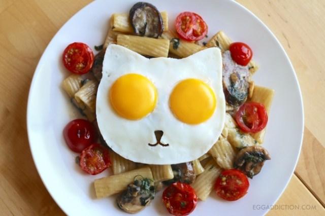 ニャンコのかたちの目玉焼きで食卓にハッピーを♪ 猫型「Cat Egg Mold」でいつもの料理が大変身します