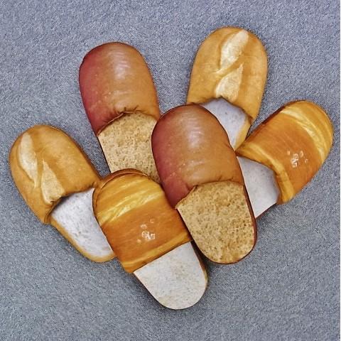 こんなうまそうなスリッパ初めて! マジでパンすぎるスリッパ「スリッパン」登場 / ネットの声「じゅる…」「食べたくなる」