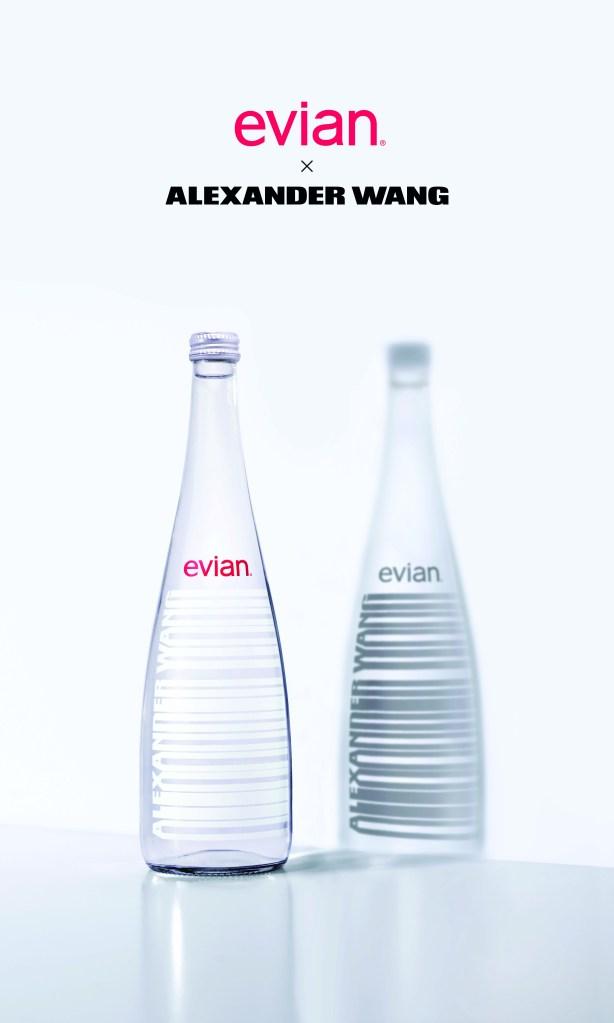 毎年恒例の「エビアン」デザイナーズボトル、今年はアレキサンダー・ワンとコラボ! 白黒のバーコードデザインがスタイリッシュ