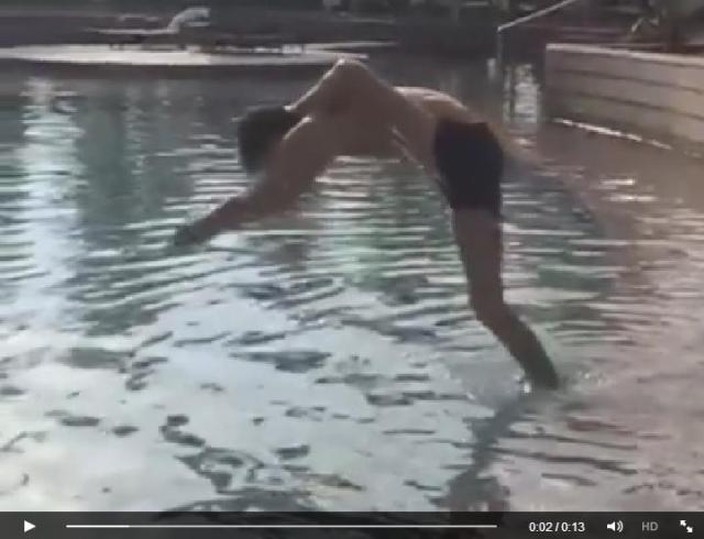【ヨガの達人を超えた!?】超軟体ダンサーのアクロバットな飛び込み&芸術的ポージングをご覧ください