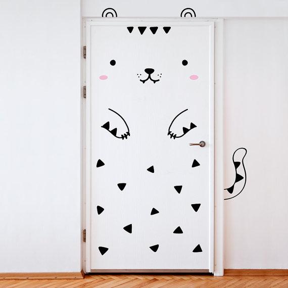 おウチのドアが一気にかわいく大変身!! フィンランド発のキュートでユニークなドア用ステッカーを発見!