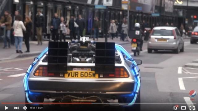 タクシーを呼んだら「デロリアン」が来ちゃった!? Pepsi Max × Uberによる映画『バック・トゥ・ザ・フューチャーⅡ』のお祝いプロジェクトにロンドンの皆さん大歓喜♪