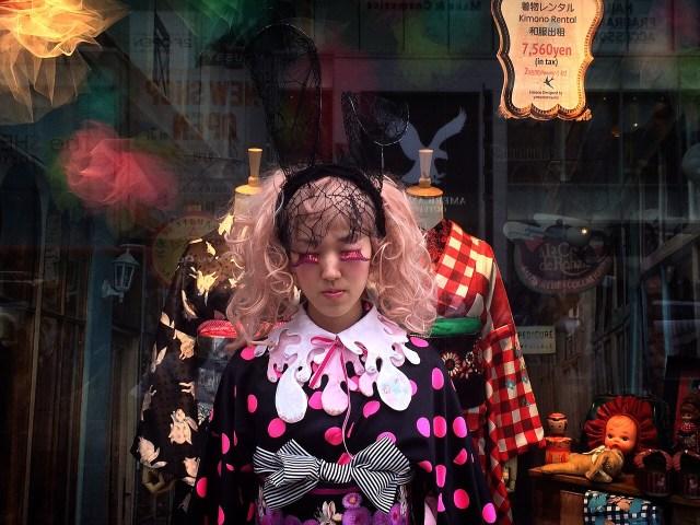 これぞ日本流のハロウィーン仮装? 着物×ニーハイ×ハイヒールの「ハロウィーンキモノスタイル」がゴスロリっぽくてイイ!