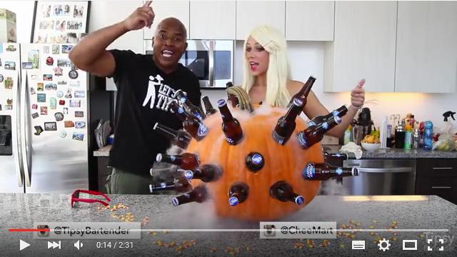24本のビール瓶をおばけカボチャにぶっさして作る「パンプキンビアクーラー」の動画がいろいろな意味でヒドい